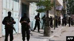 شبهنظاميان حماس به هنگام محاصره مقر جنبش فتح در شهر غزه، ۲۴ خرداد ۱۳۸۶