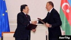 Arxiv foto: prezident İlham Əliyev (sağda) Avropa Komissiyasının prezidenti Jose Manuel Barroso ilə. 13 yanvar 2011