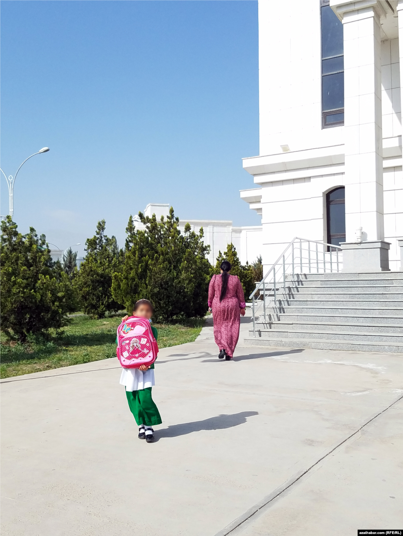 Школьница. Ашхабад, апрель, 2021