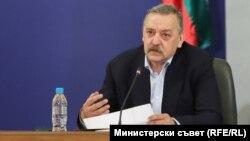 Директорът на Центъра по заразни и паразитни болести проф. Кантарджиев даде и двата сутрешни брифинг през почивните дни