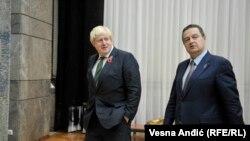 Bitanski šef diplomatije Boris Džonson, sa kolegom domaćinom Ivicom Dačićem, tokom posjete Beogradu, 10. novembra 2016.