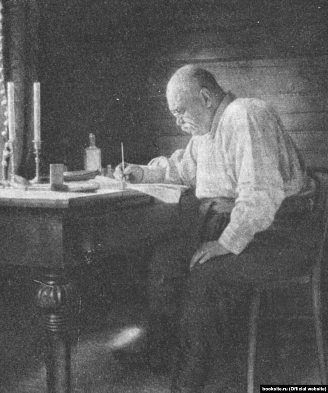 Володимир Гіляровський за роботою