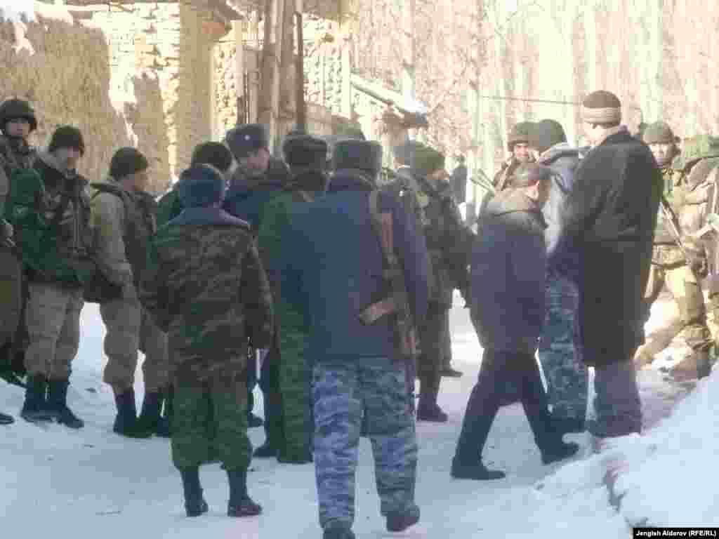 Путем переговоров кыргызской и узбекской делегации удалось освободить остававшихся в заложниках на территории анклава Сох кыргызстанцев.