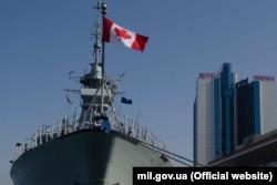 Канадський фрегат «Торонто» в порту Одеси, 3 квітня 2019 року