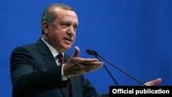 Түркия президенті Режеп Тайып Ердоған кәсіпкерлер алдында сөйлеп тұр. Анкара, 25 сәуір 2015 жыл.