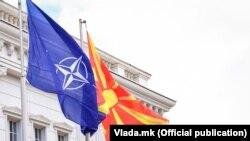 Знамиња на Северна Македонија и НАТО
