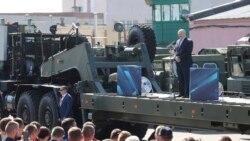 Protestele din Belarus au cuprins marile întreprinderi de stat. Lukașenka huiduit la o uzină de camioane
