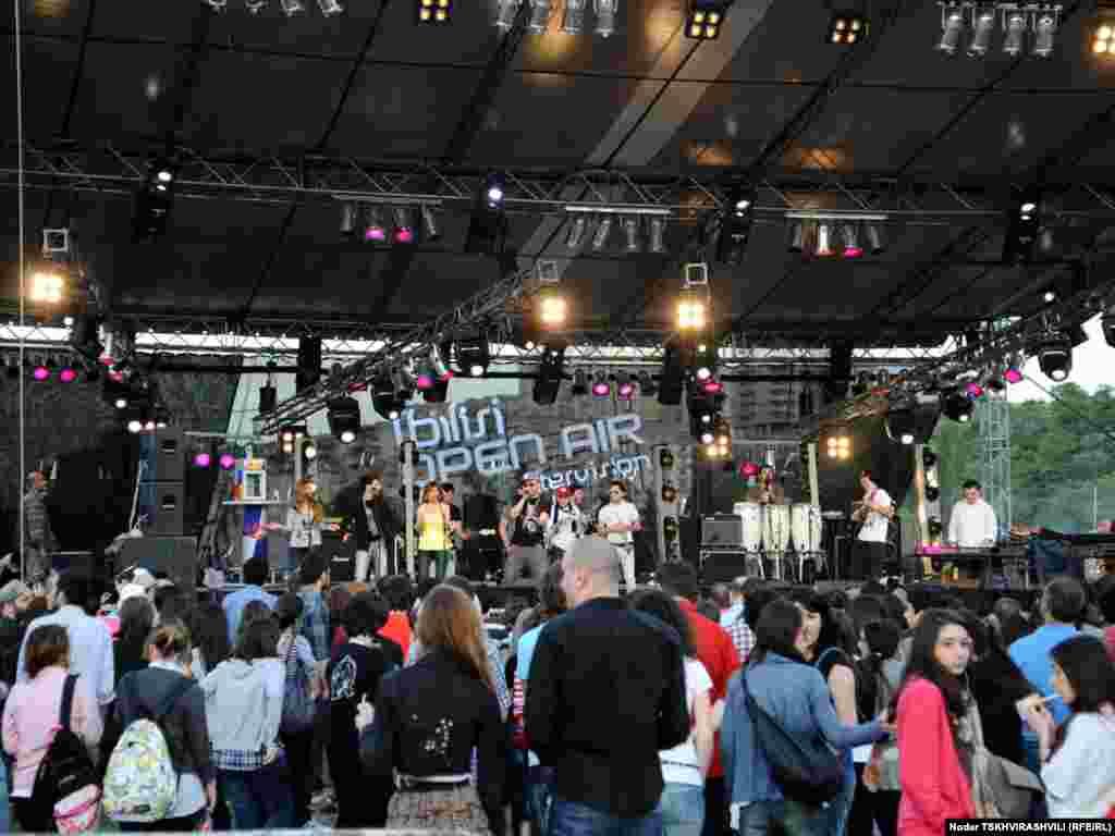 """""""ოფენ ეარი"""" - 2011 - 11-12 ივნისს თბილისში გაიმართა მუსიკალური ფესტივალი """"ოფენ ეარი""""."""