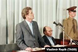 Справа за обвинуваченням колишнього керівництва ЧАЕС. Колишній директор Чорнобильської атомної електростанції Віктор Брюханов (ліворуч) і колишній головний інженер Микола Фомін під час судового засідання