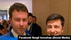 Фотографія із Володимиром Зеленським зі сторінки Сергія Іонушаса у Facebook