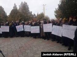 Акция родственников Мелиса Калыкова в Баткене, 26 ноября 2018 года.