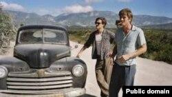 """კადრი ვალტერ სალესის ფილმიდან """"გზაზე"""""""
