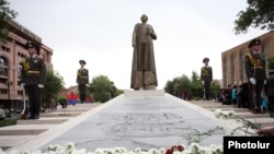 Armenia - A statue of Garegin Nzhdeh is unveiled in Yerevan, 28May2016.