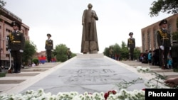 Armenia - The statue of Garegin Nzhdeh is unveiled in Yerevan, 28May2016.
