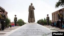 Qaregin Njdenin Yerevandakı heykəli