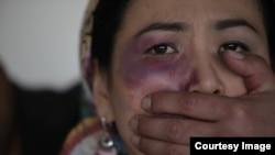 راشد: برادر دختر متأثر شده، در حضور اعضای هر دو خانواده خواهر مجرم را حاضر کرده، بر وی تجاوز جنسی کرد.
