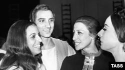 Майя и Азарий Плисецкие с кубинской балериной Алисией Алонсо, 1969 год