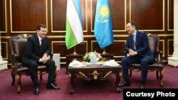 Президент Узбекистана Шавкат Мирзияев (слева) и премьер-министр Казахстана Бакытжан Сагинтаев. Астана, 22 марта 2017 года. Фото взято с официального сайта премьер-министра Казахстана.