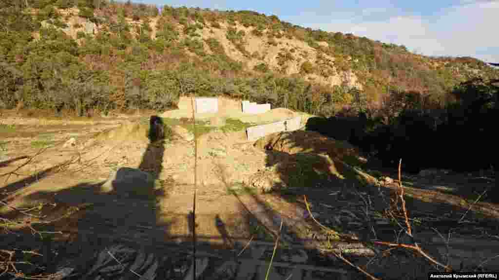Розбивка експозиційного розарію на місці колишніх селекційно-колекційних ділянок фейхоа і гранат. Колись старий розарій забудувала фірма «Консоль»