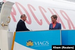 Președintele Vladimir Putin, sosind la summitul din Vetnam