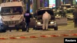 На месте нападения в Париже (20 апреля 2017 г.)