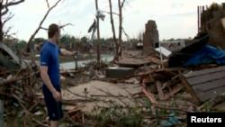 Рики Стоувер, выживший при торнадо в городе Мур американского штата Оклахома.