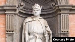 Фрагмент статуи Карла I Анжуйского в Неаполе