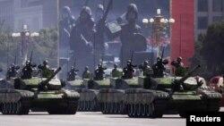 Военный парад при участии Народной освободительной армии Китая (НОАК) на площади Тяньаньмэнь. Пекин, 1 октября 2009 года.
