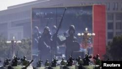 Танки армии Китая на военном параде в Пекине