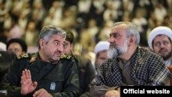 محمدعلی جعفری (چپ) فرمانده سپاه پاسداران همراه با محمدرضا نقدی، فرمانده بسیج مستضعفین