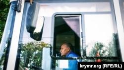 Утренний Симферополь: дворники, пустые улицы и отсутствие пробок (фотогалерея)