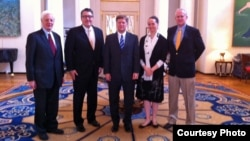 BBG Governors Michael Meehan and Susan McCue and Acting RFE/RL President Kevin Klose join VOA's Russia Bureau Chief Jim Brooke in a meeting with the U.S.Ambassador to Russia Michael McFaul (center).