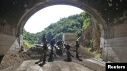 Kosovo -- Members of the French KFOR clear a road barricade near the northern village of Zubin Potok, 26Jul2011