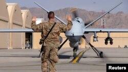 این تصویر یک هواپیمای بدون سرنشین ایالات متحده را در مارس ۲۰۱۶ در پایگاهی در قندهار نشان میدهد