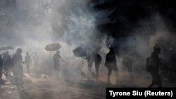 Эпизод протестных выступлений в Гонконге. Полиция применила слезоточивый газ, 5 августа 2019