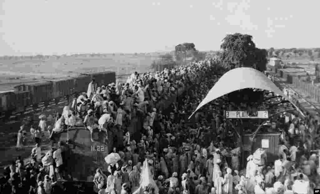 """Докато мюсюлманите поемат на изток и запад и се струпват в новосъздадения """"дом"""" за исляма в днешните Пакистан и Бангладеш, сикхите и хиндуистите поемат в друга посока."""