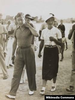 Эдуард VIII и Уоллис Симпсон во время средиземноморского круиза. Югославия. 1936