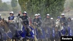 """""""Ар-намыс"""" партиясынын атчандар жүрүшү. 8-октябрь, 2010-жыл."""
