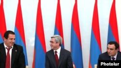 Лидеры коалиционных сил (слева на право) Гагик Царукян (ППА), Серж Саргсян (РПА), Артур Багдасарян («Оринац еркир») во время подписания нового меморандума о сотрудничестве, 17 февраля 2011 г.