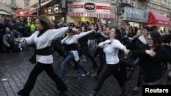 Израил хатын-кызлары флешмоб демонстрациядә бии
