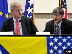 Švedski ministar vanjskih poslova Carl Bildt i zamjenik američkog državnog sekretara James Steinberg tokom pokušaja posredovanja među bh. političarima o ustavnim promjenama, oktobar 2009.