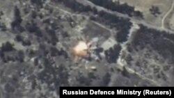 Ruske snage su nastojale da demonstriraju moć tog oružja raketnim udarima u Siriji izvedenim sa brodova i bombardera sa udaljenosti do 2.500 kilometara (Fotografija: udari ruskih raketa u Idlib provinciji u Siriji)