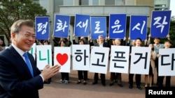 Неформальний фоторепортаж із саміту корейських лідерів
