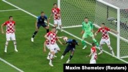 Эпизод матча футболистов Хорватии и Франции, Москва, Лужники, 15 июля 2018