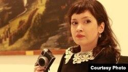 Страничка Анны Гогуадзе в социальной сети Facebook пестрит саркастическими комментариями, гневными обращениями в адрес мэрии столицы – требованиями выполнять взятые на себя обязательства по защите прав человека и окружающей среды