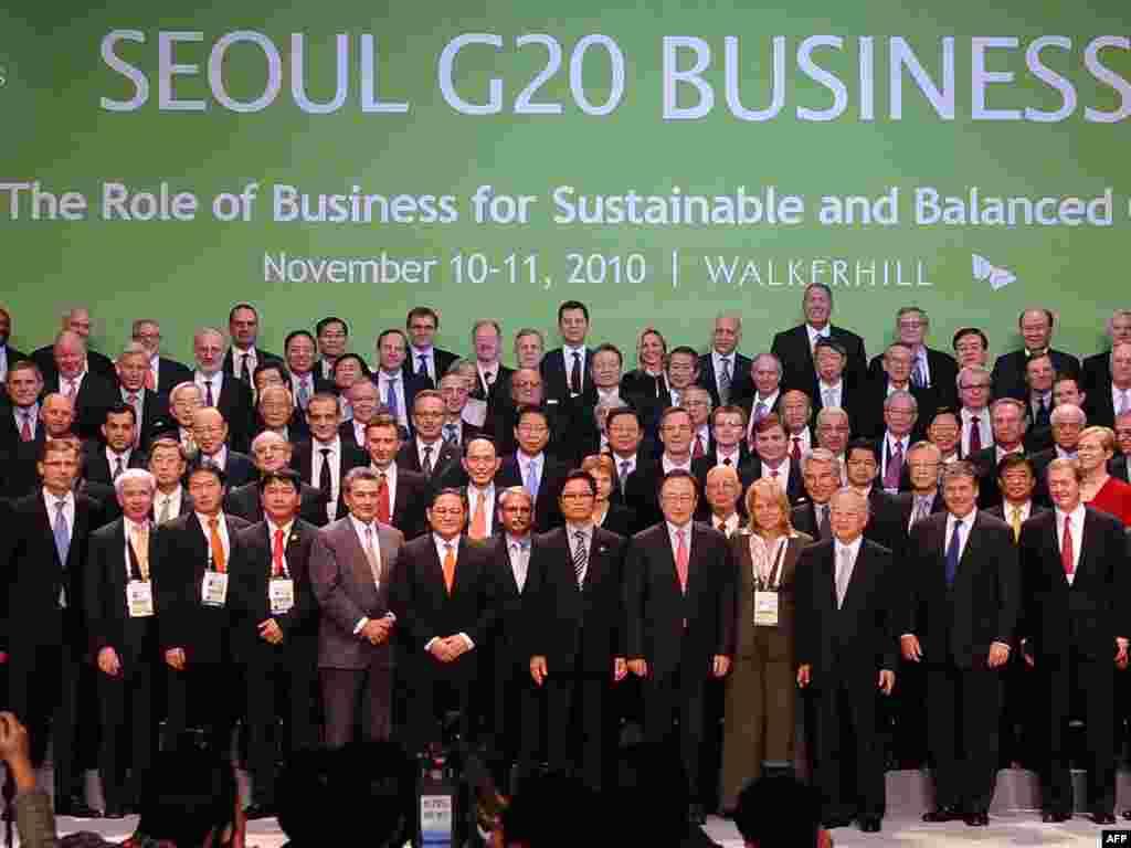 Заедничка фотографија на водечки светски бизнисмени