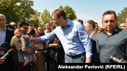 Aleksandar Vuçiq takohet me migrantët në Beograd