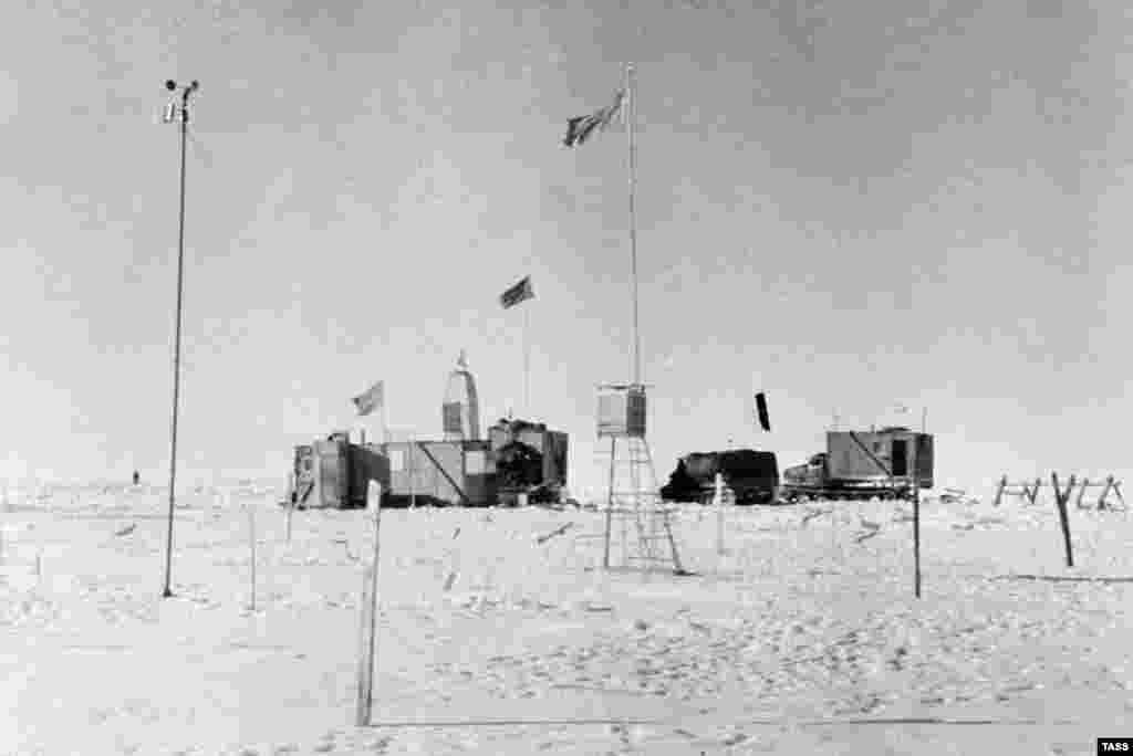 This is what the temporary station looked like. Before their departure, the Soviets left food stores estimated to last four to five months for four people, and a note encouraging any visitors to make use of the supplies. It was decided that, due to the rough conditions, a permanent station would not be set up.