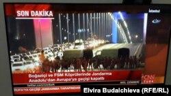Військові перекривають міст у Стамбулі, телекадр, 15 липня 2016 року