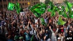 """Акция протеста по поводу фильма """"Невинность мусульман"""". Карачи, Пакистан, 19 сентября 2012 года."""